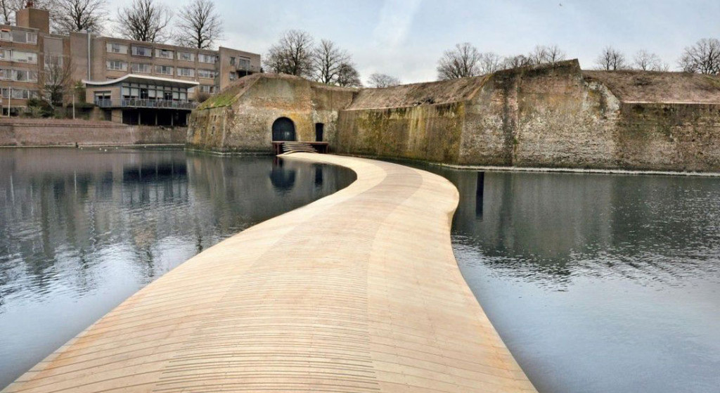 Accoya-Floating-Bridge-1100×600-1024×559