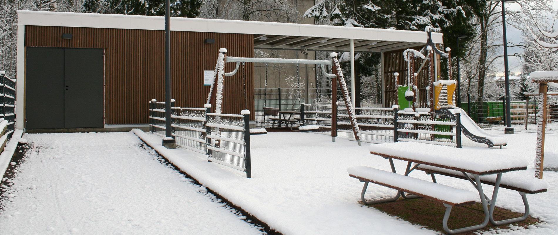 PohjTapiolanpaivakoti-leikkipaikka_talvi1900x1200px