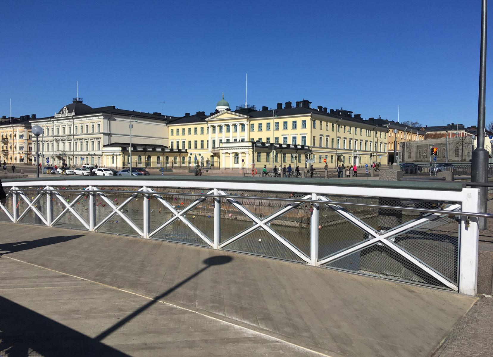 accoya sillankansi Presidentin linnan edessä
