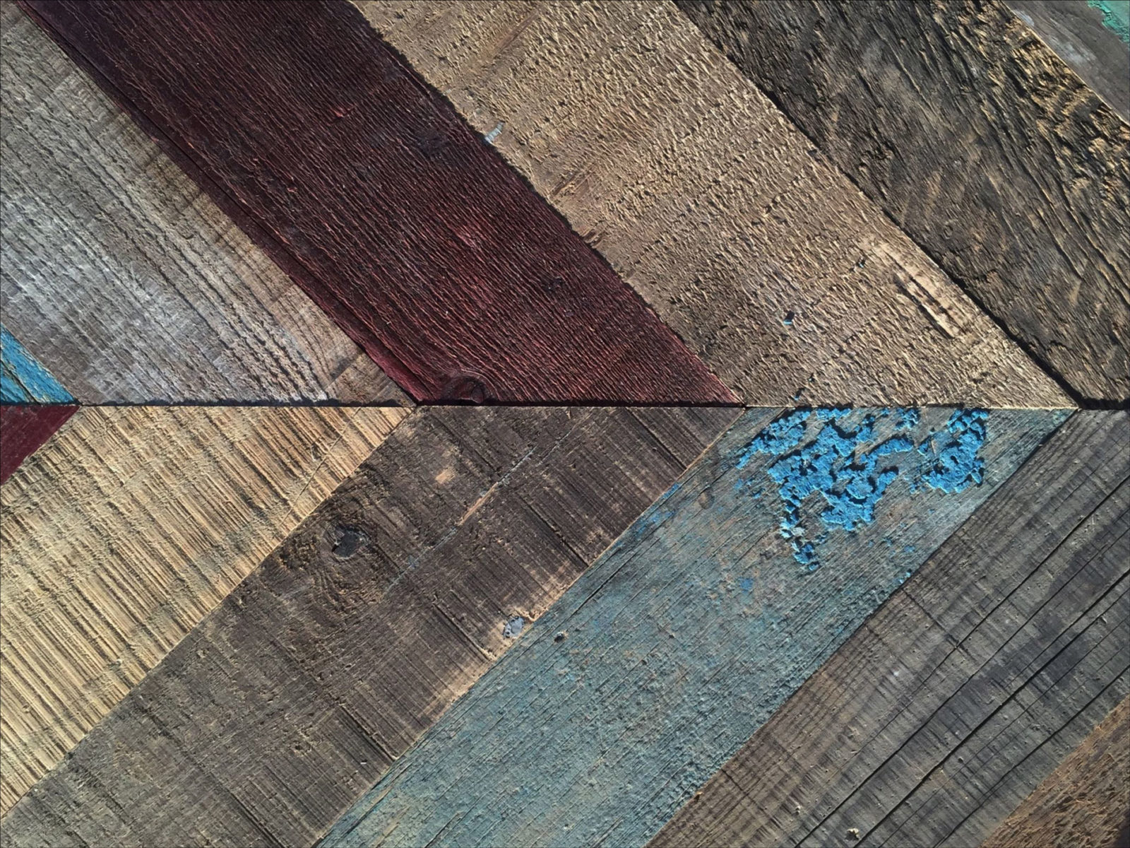 RELIK-painted-Pine-lahikuva