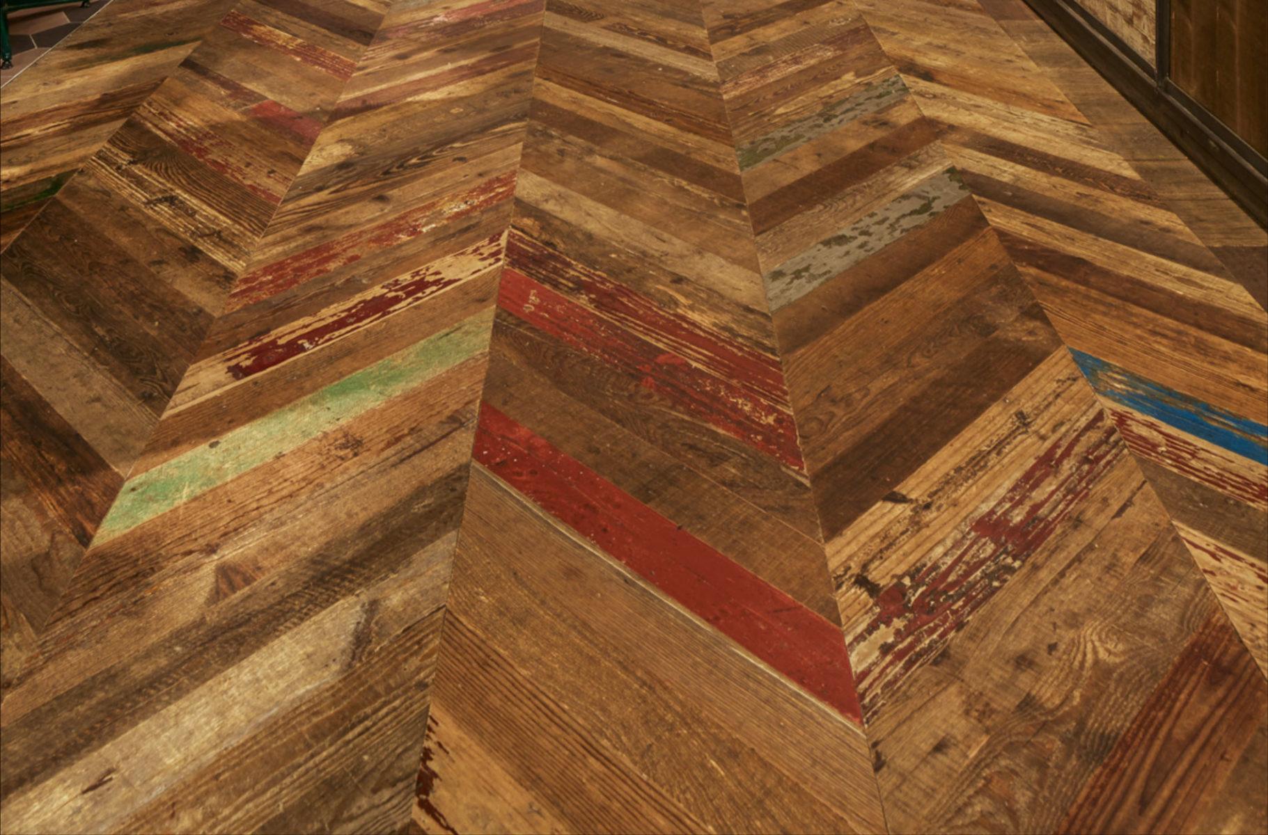 RELIK-painted-Pine–lattiamalli