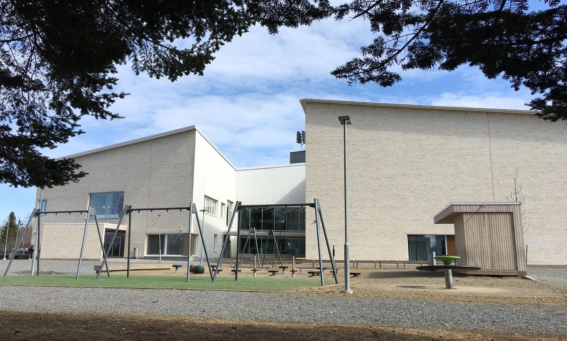 Novenbergin toimittama tiilijulkisivu Vesivehmaisten kouluun