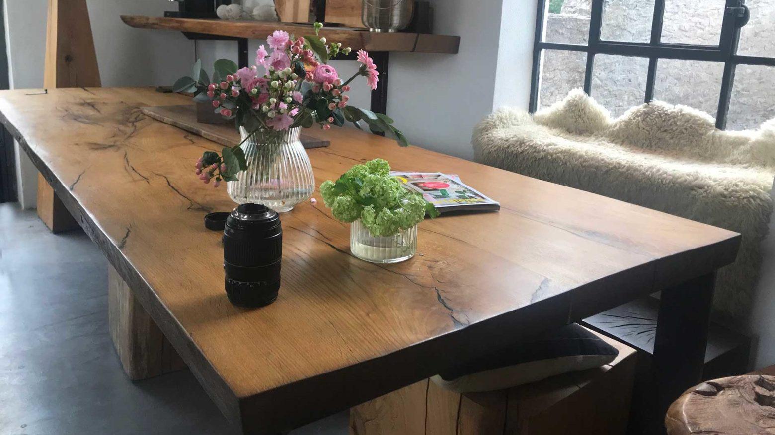 Tammipölkyt ja pöydät