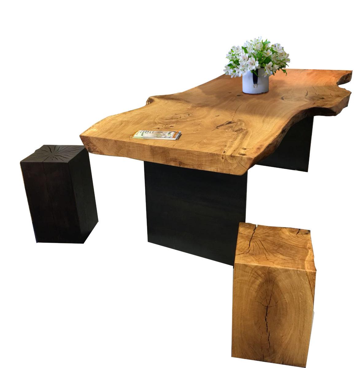 tammipöytä ja tammipölkyt jakkaroina