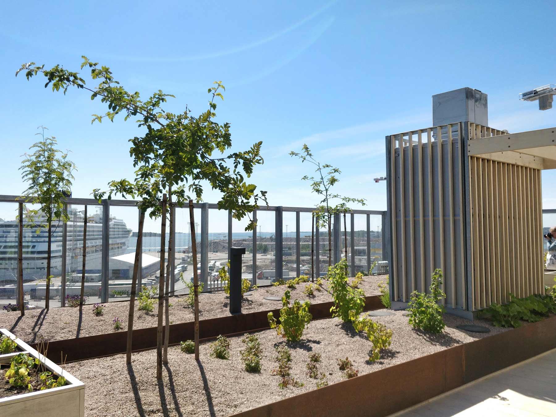 Säänkestävä huoltovapaa Accoya-puu sopii kasvitukiin.