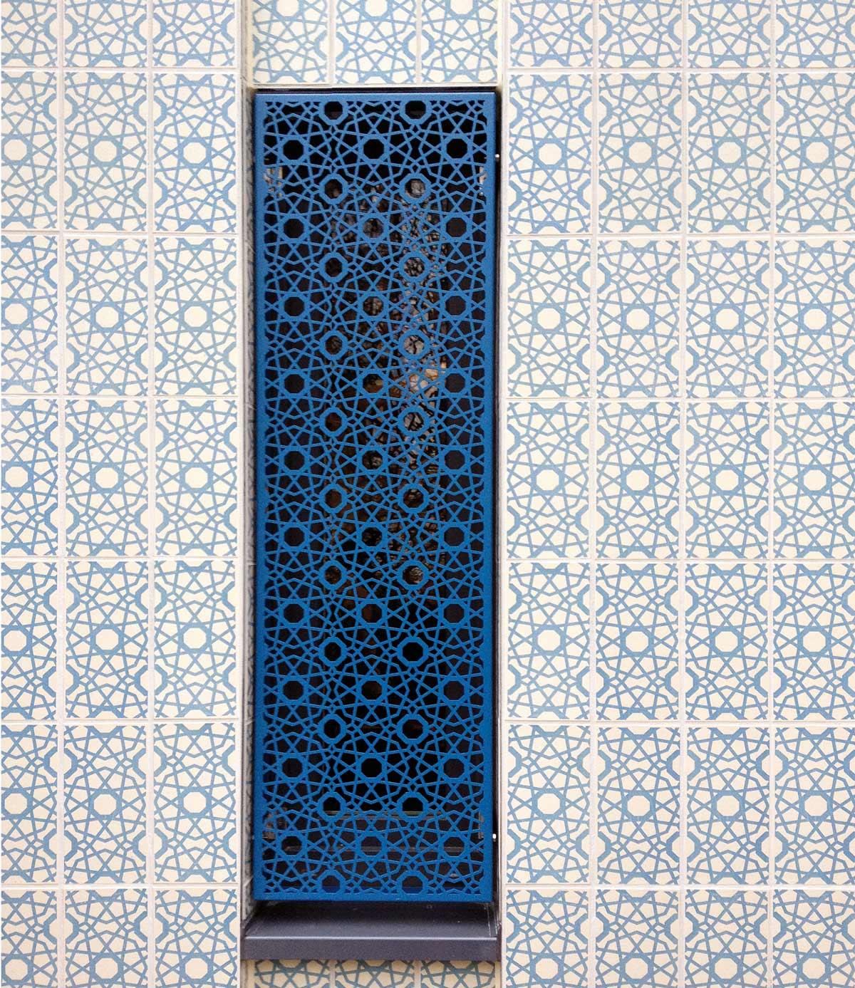 sininen geometrinen laatta