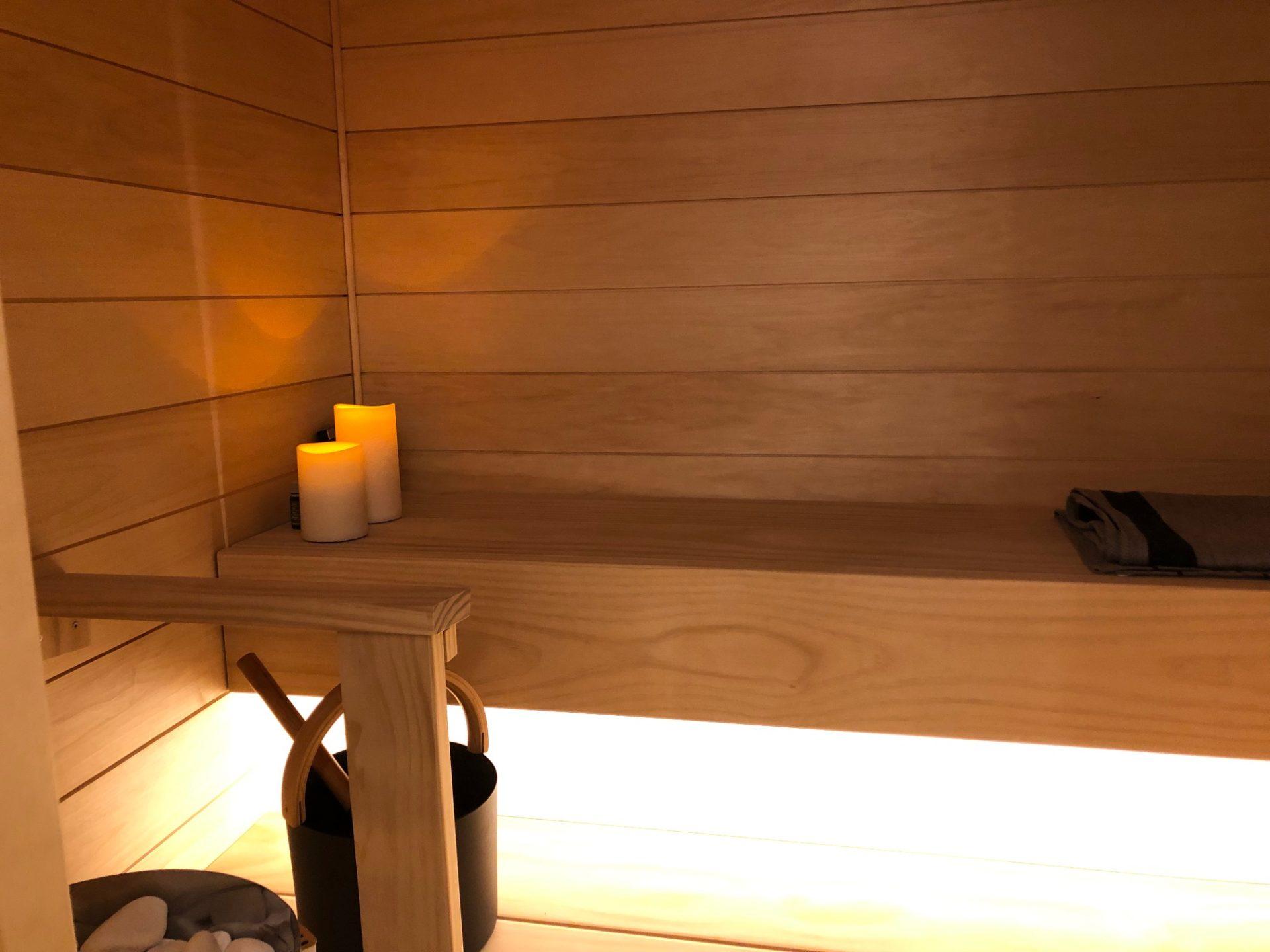 Kauniit Accoya lauteet yksityisessä saunassa